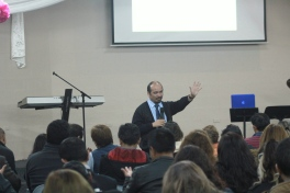 Dr. Terry Casiño, during one of his conferences in Quito, Ecuador