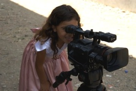This little girl´s curiosity will surely help her to make her dreams come true